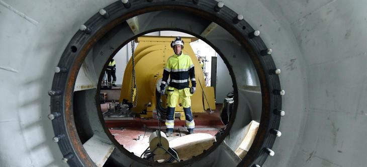 Henrik Wennerstrand sett gjennom hull for turbinaksel