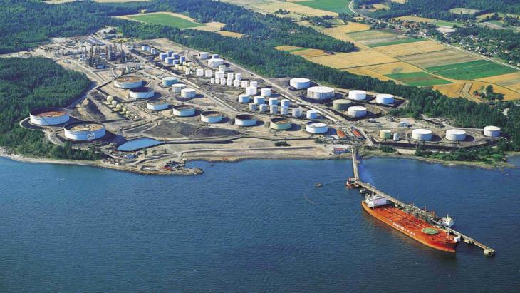 luftfoto av skip ved industrikai